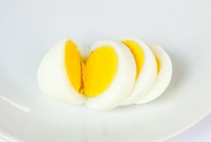 پر شدن صورت با تخم مرغ
